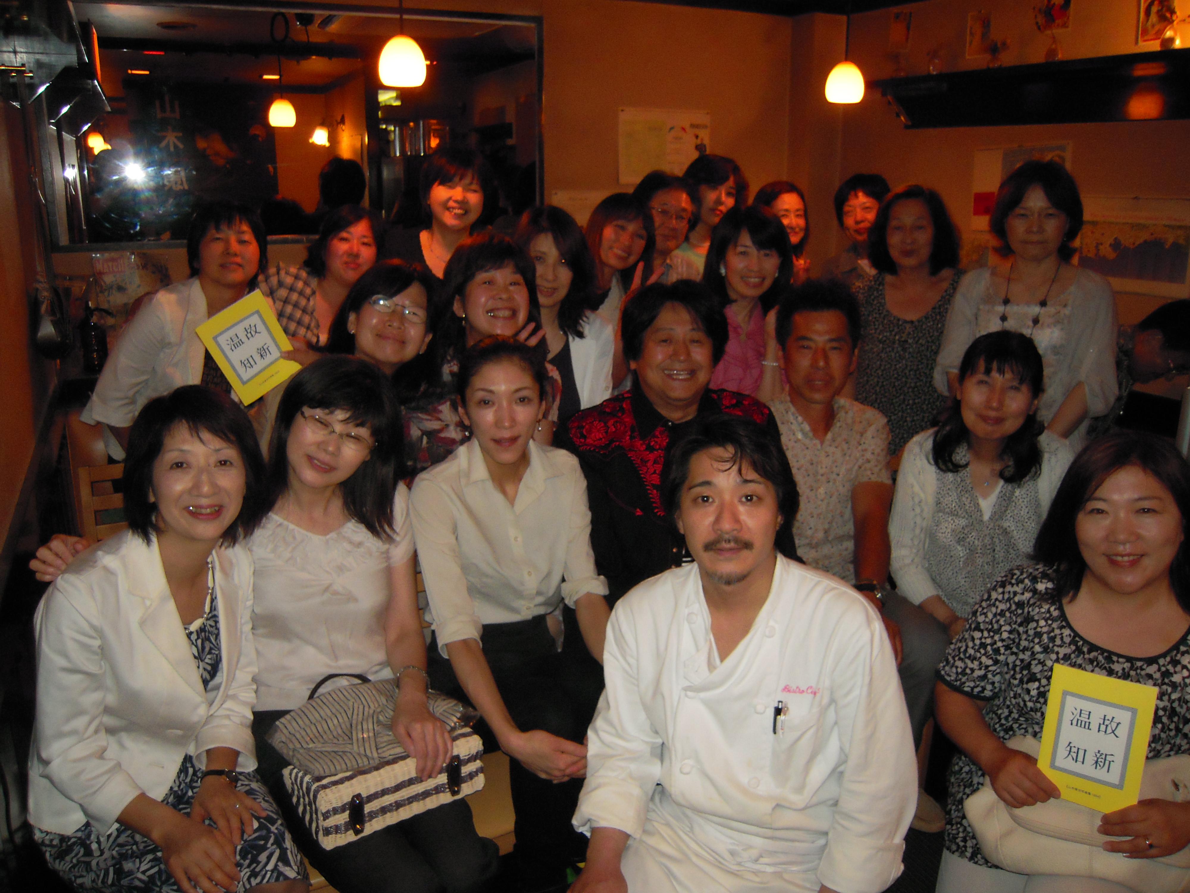 斉藤浩二シェフ、マダムも一緒に記念撮影