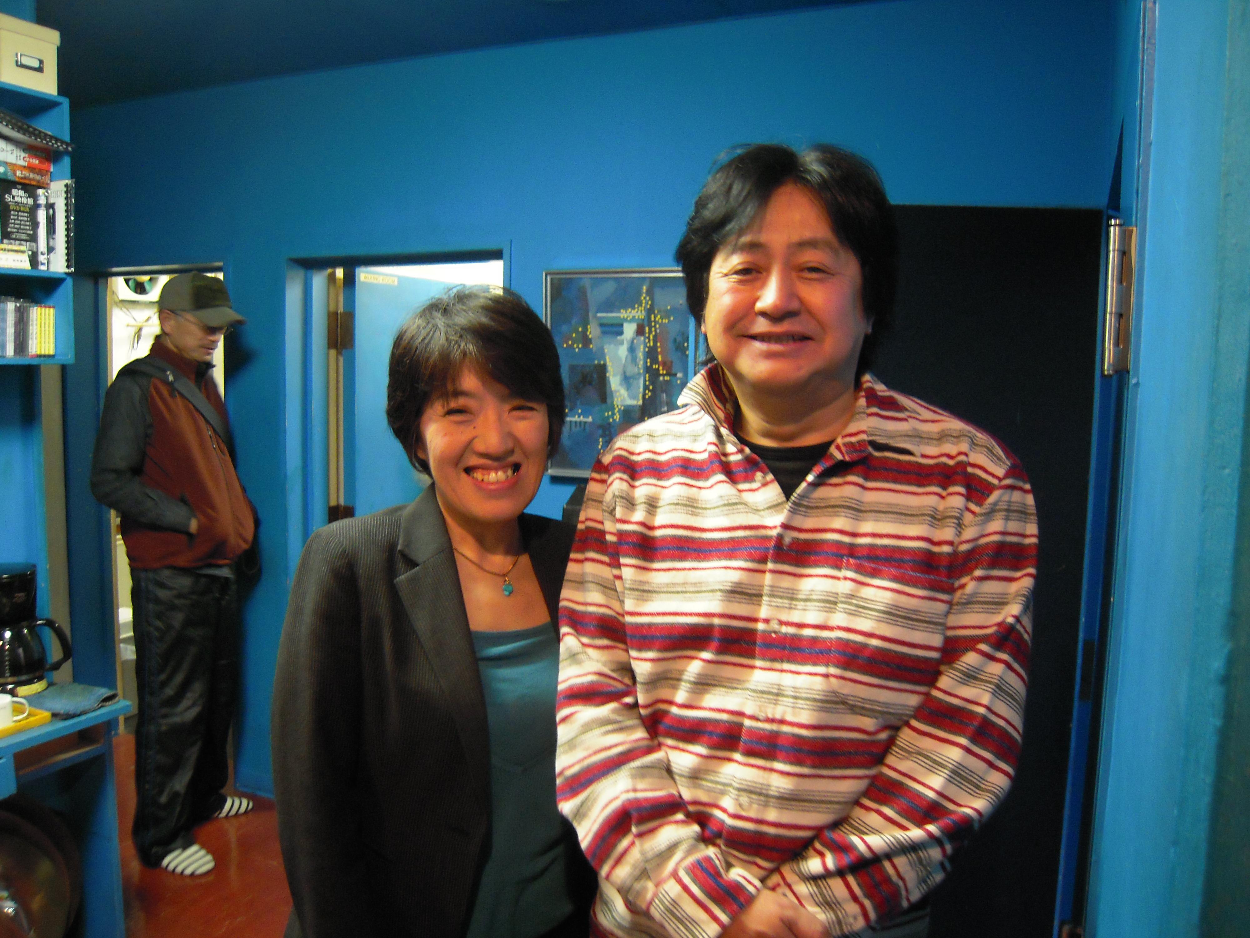 プロデューサーの山崎さん(左)と