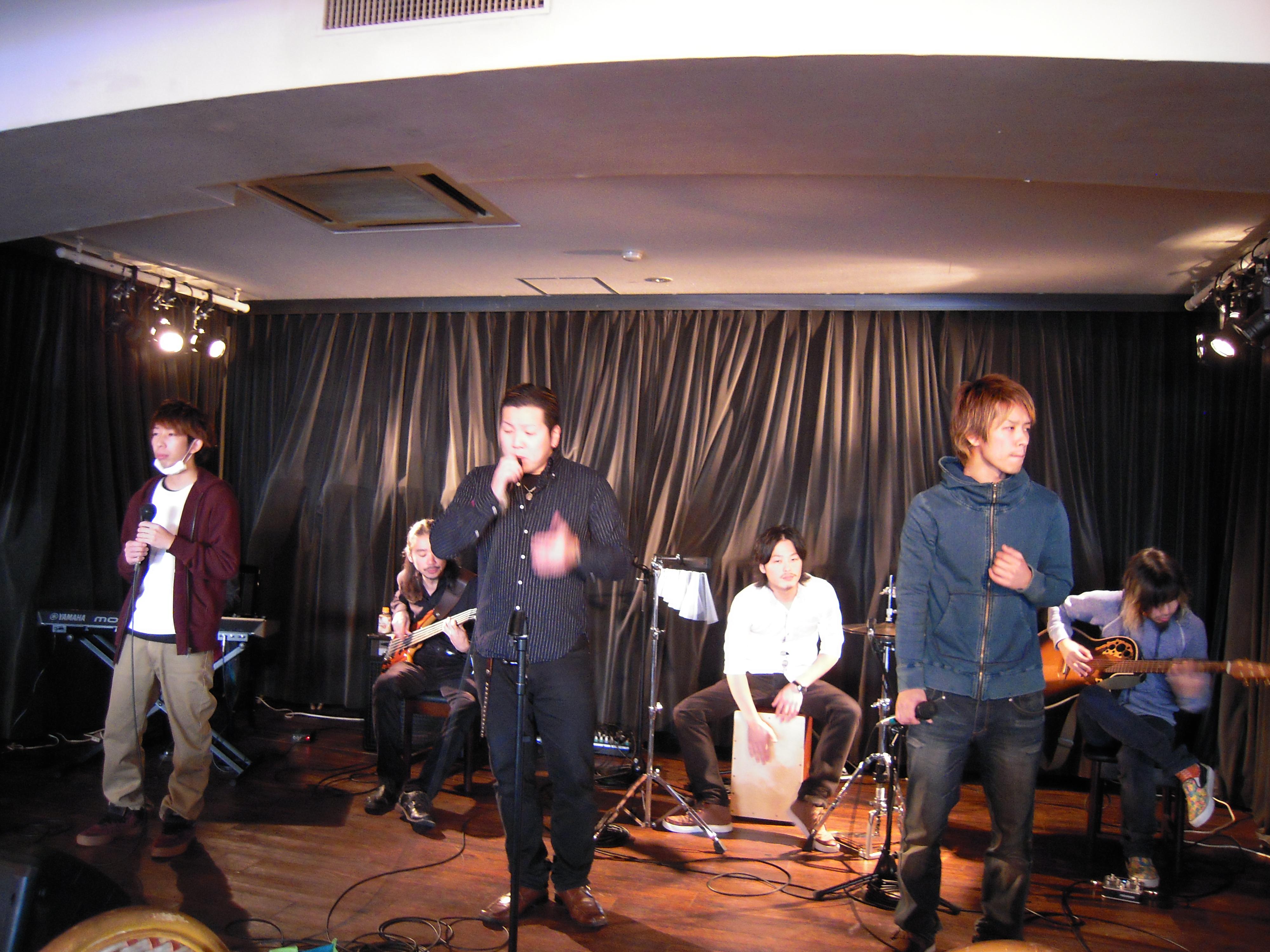 男女7人組の壱ピース。アンコールで「風来坊」を共演しました。