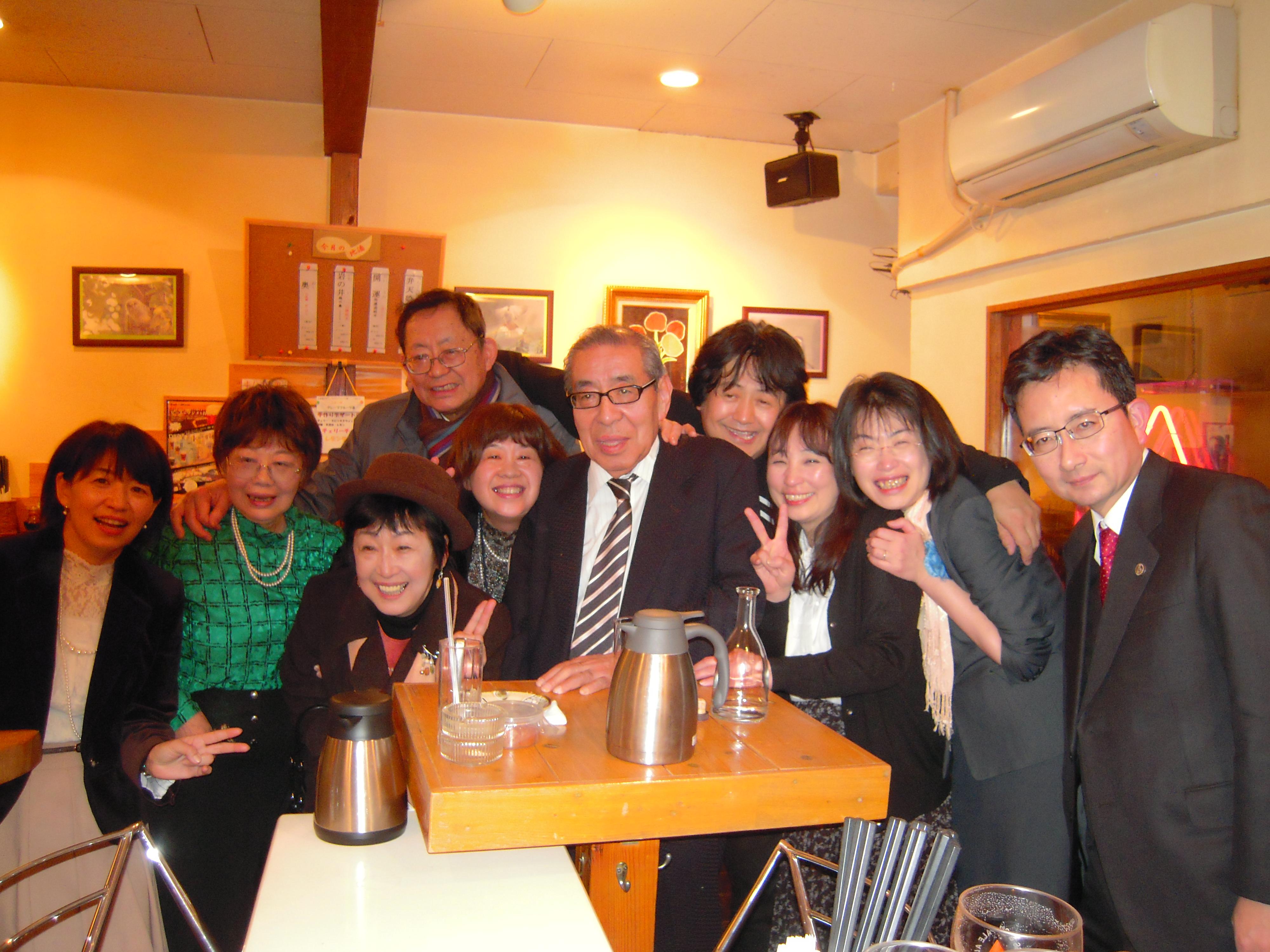 渡辺拓札幌会会長を囲んで記念のショット
