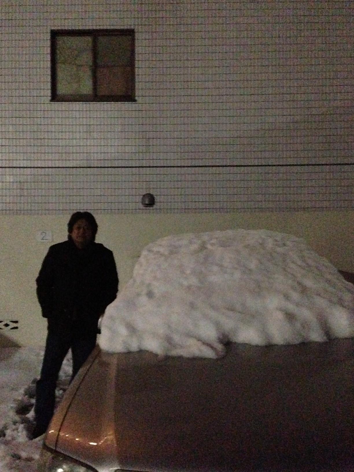 マイカーの屋根には雪がたっぷり!