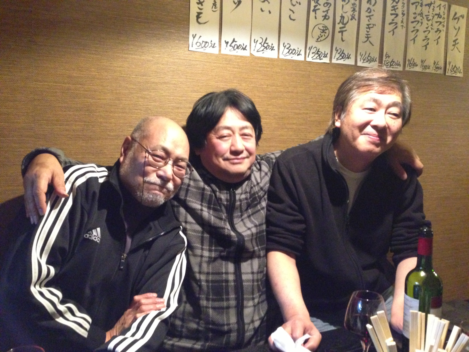 長田さん(左)、岩田べいどんと。