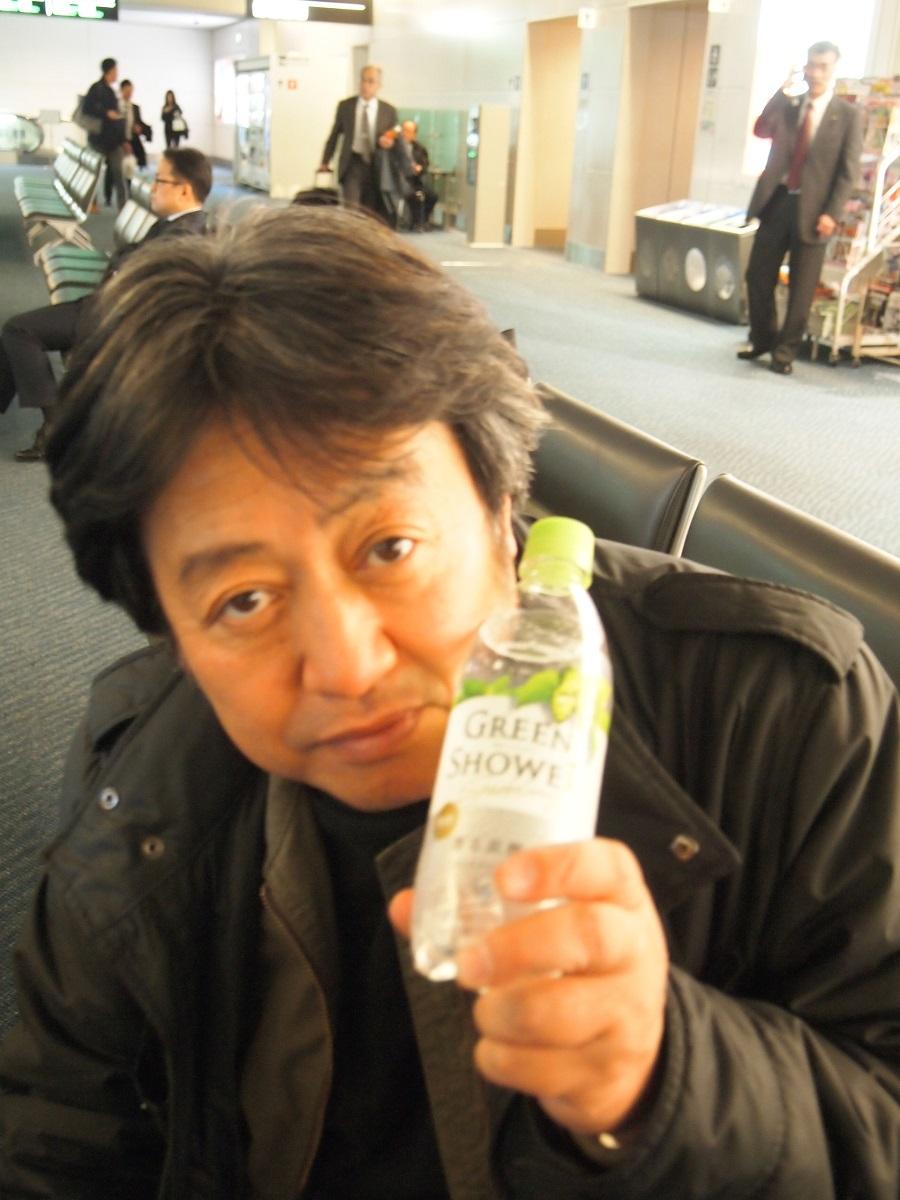 羽田空港でいつも買う「グリーンシャワー」。「グリーングラスシャワー」のほうが先にありましたよ!