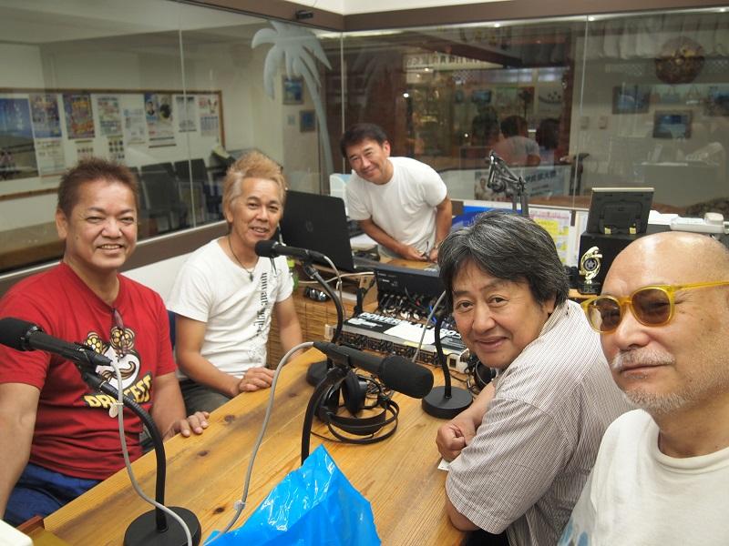 石垣空港から直行してラジオ局へ。生放送は予定時間を延長しての出演となりました。皆様からのメッセージが心強かったです。