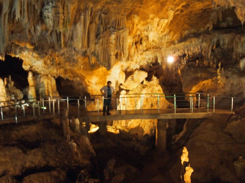 石垣島の鍾乳洞はあんまり涼しくないんだね